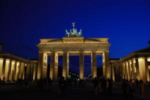 brandenburg_gate_at_night_1