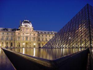 paris_musee-du-louvre_pyramid